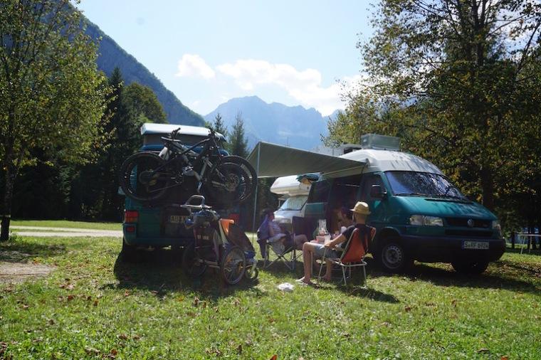 VW Bus Camping im Soča Tal, Slowenien