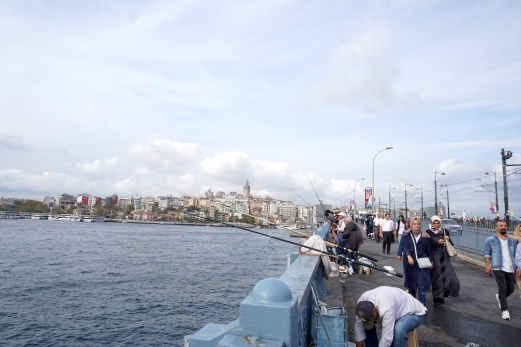 Angler auf der Galata Brücke.