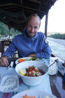 Abendessen am Fluss.