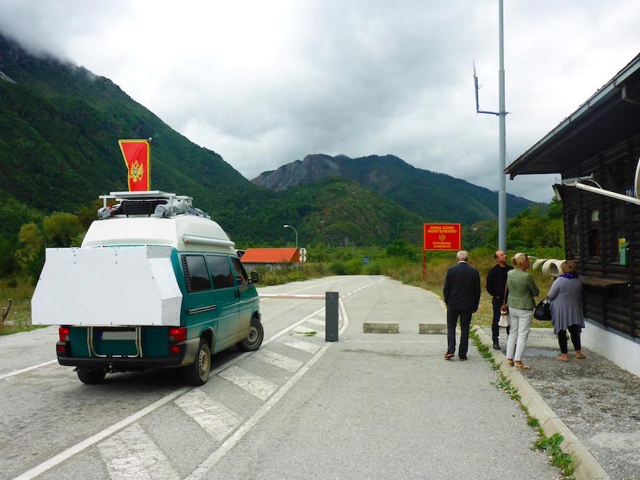 Grenze zwischen Gusenje in Montenegro und Vermosh in Albanien