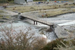 Die erste Brücke.