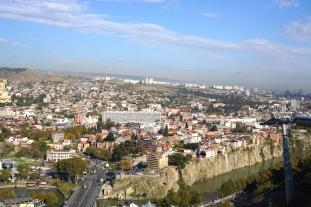 Blick auf die Gondel und Tbilisi.