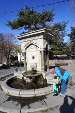 Brunnen in Stepanzminda.
