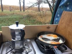 Erstmal frühstücken.