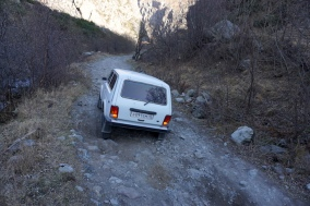 4x4 Lada in Aktion.