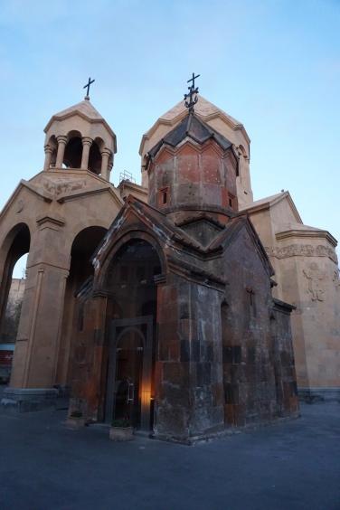 Diese jahrhundertealte Kirche war in einer Neueren versteckt. Bei deren Abriss hat man sie entdeckt.