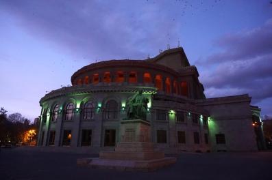 Yerevan Opera Theatre auf dem Freedom Square.