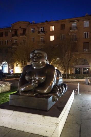 Auf dem Platz vor dem Cafesjian Center for the Arts.