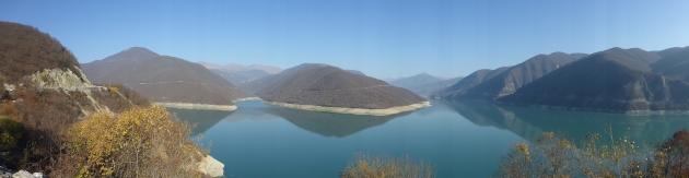 Zhinvali Reservoir bei Ananuri.