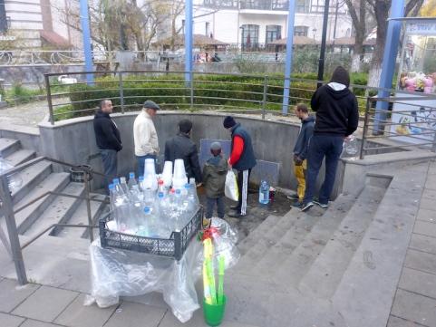 Rushhour am Mineralwasserbrunnen.