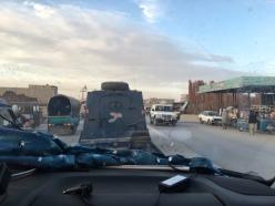 Eskorte mit Panzerwagen in Quetta.