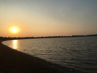 Der Sukhna See bei Sonnenuntergang.