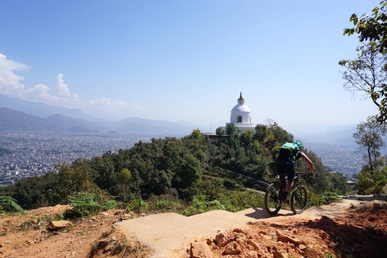 Abfahrt von der World Peace Stupa.
