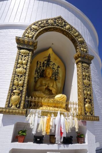 Buddha in der Stupa.