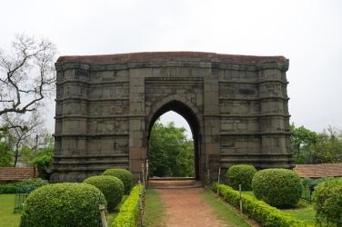 Torbau der Baraduari-Masjid in Gaur.