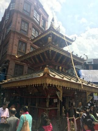 Einer der vielen Tempel der Stadt.