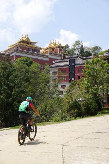 Ankunft beim Kloster Namo Buddha.