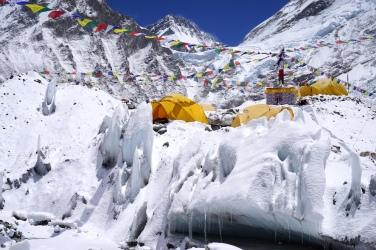 Das Basecamp steht auf dem Gletscher.