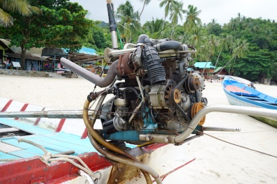 Auto-Motor im Wassertaxi.