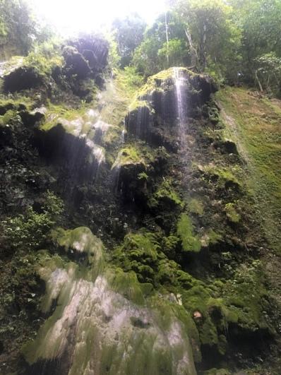 Spaziergang zum Wasserfall.
