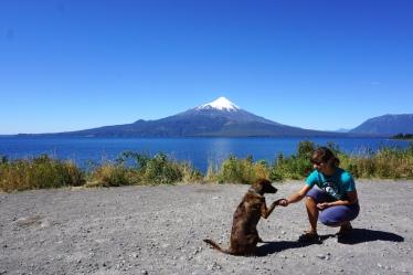 Mila und Isi vor dem Osorno Vulkan.