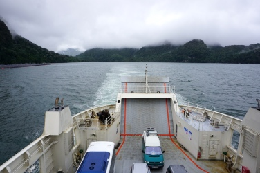 Fahrt durch den Fjord.