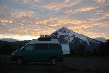 Schlafplatz vor dem Vulkan Lanín.